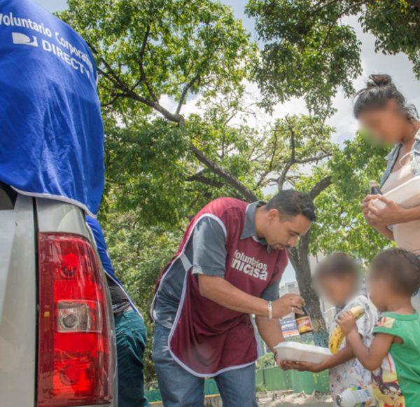 Unicasa y Directv realizaron jornada de alimentación para personas en situación vulnerable