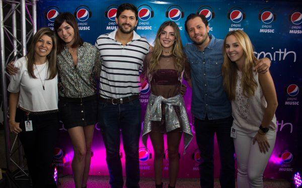 Corina Smith, de la mano de Pepsi, estrenó su nuevo sencillo Completa