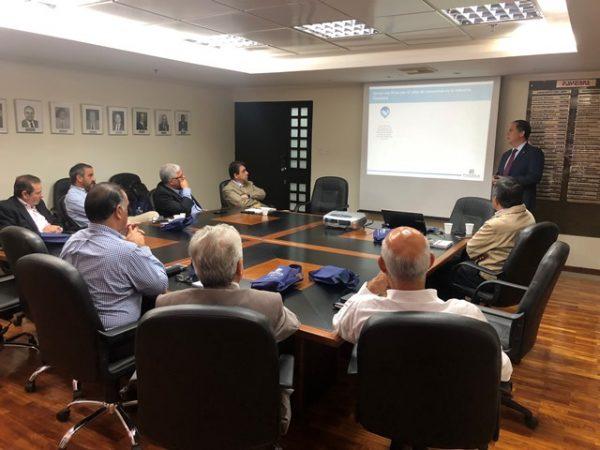 Fivenca Casa de Bolsa promueve la participación empresarial en el mercado de valores venezolano