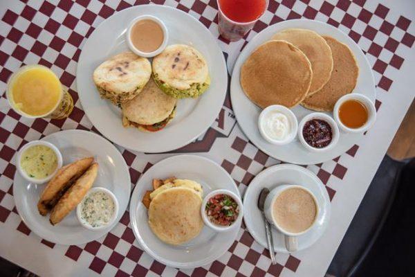 Ávila Burger Maiquetía ahora ofrece desayunos con la inauguración de AviCafé