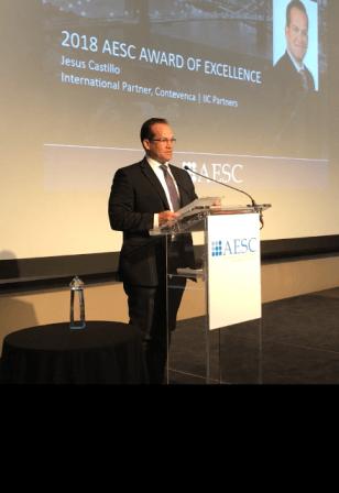 Venezolano Jesús Castillo, primer latinoamericano en recibir premio a la excelencia de la AESC