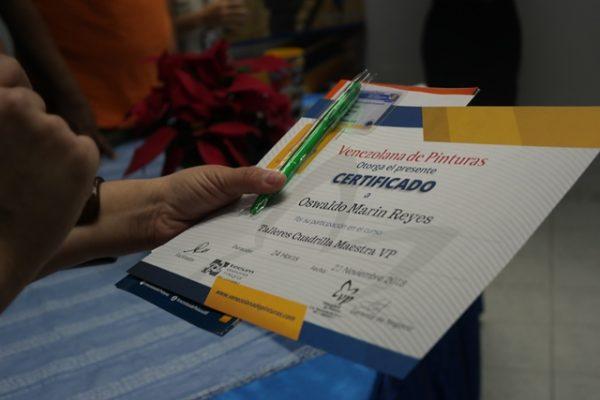 Venezolana de Pinturas entregó certificados a 40 aplicadores