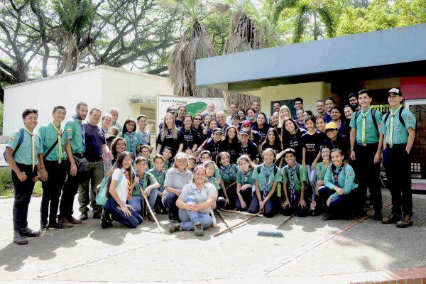 Telefónica | Movistar despliega 140 manos para la preservación del Jardín Botánico